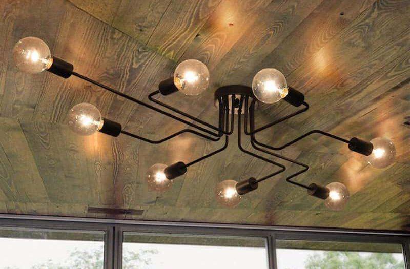 Industrial Design Lampe von OYIPRO an der Decke montiert