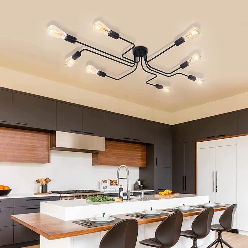 Industrial Design Lampe von OYIPRO an der Decke ueber Kueche