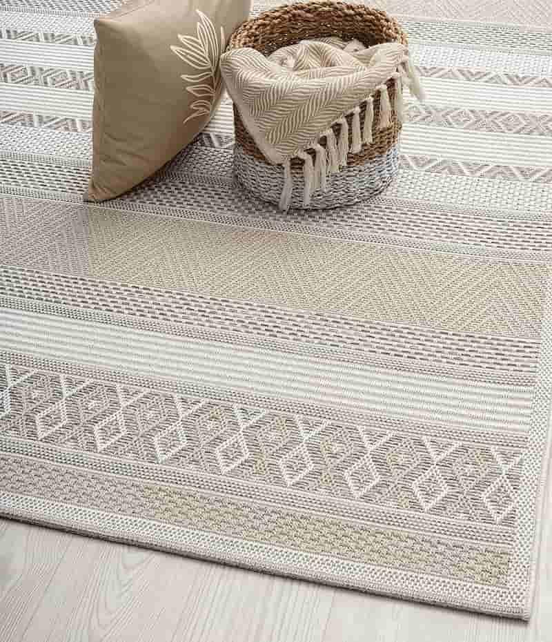 Teppich fuer aussen mit Korb und Decke